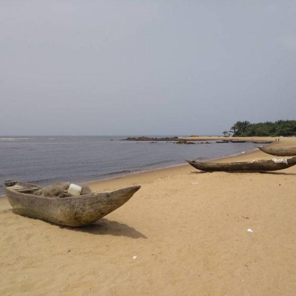 kribi beach boats